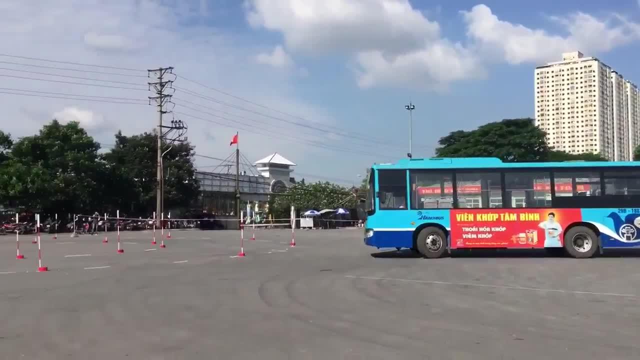 Bất ngờ với kì thi nâng bậc lương của lái xe buýt Việt Nam