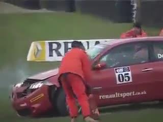 Sự thật bất ngờ về lý do khiến tay đua mất lái ở tốc độ cao