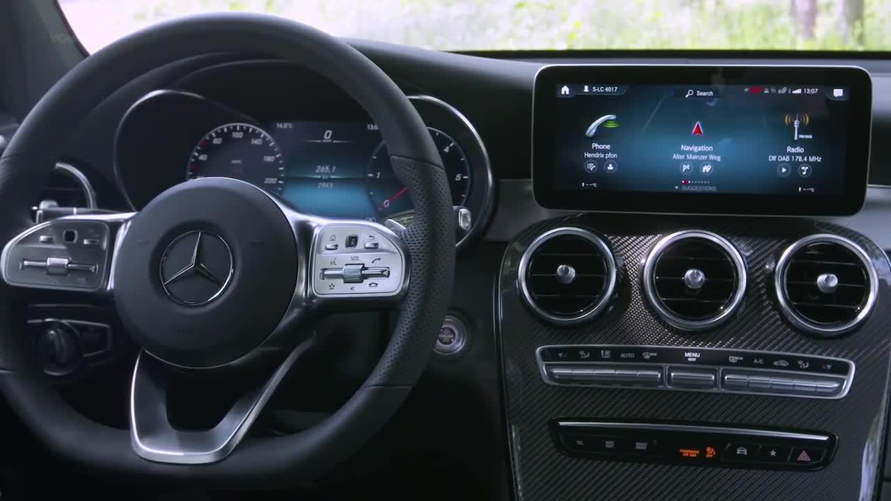 Mang Mercedes-Benz GLC 300 đời mới đi offroad và cái kết