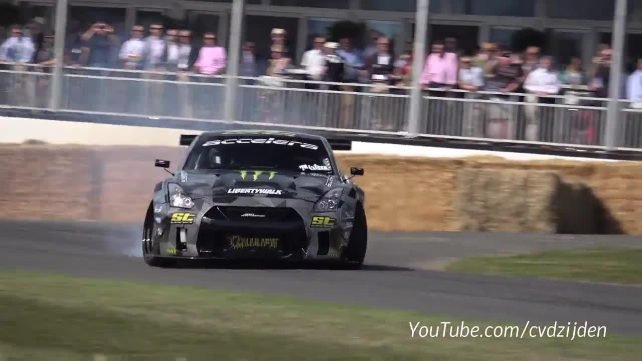 Nissan GT-R độ Liberty Walk trổ tài drift và đốt lốp cực đỉnh