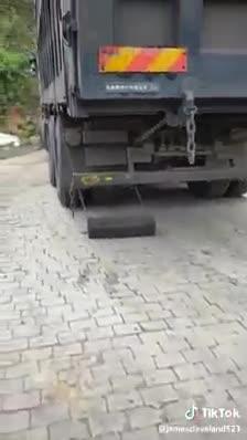 Ý tưởng hay cho các bác tài xế xe tải khi vượt đèo dốc