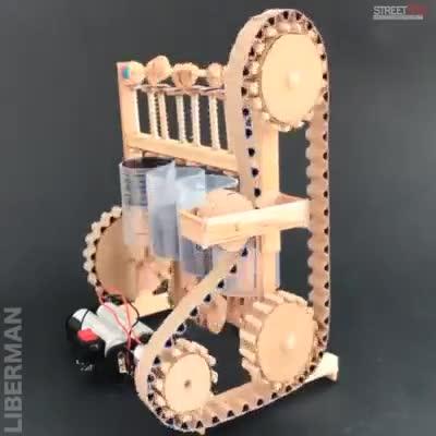 Mô hình động cơ 4 xy-lanh được làm từ giấy và cốc nhựa