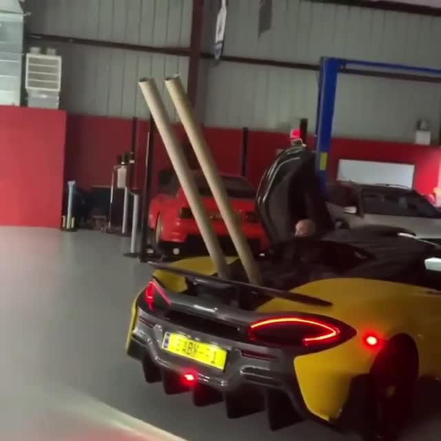 Dân chơi độ ống xả giấy cho McLaren P1