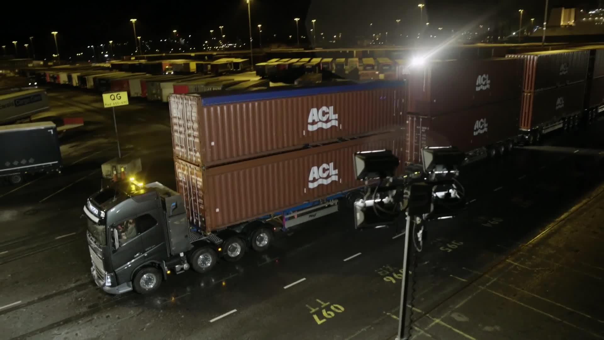 Clip: xe tải Kéo 750 tấn hàng