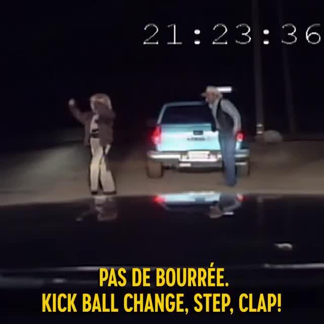Nữ cảnh sát bắt tài xế say rượu nhảy đủ phong cách để chứng minh sự tỉnh táo