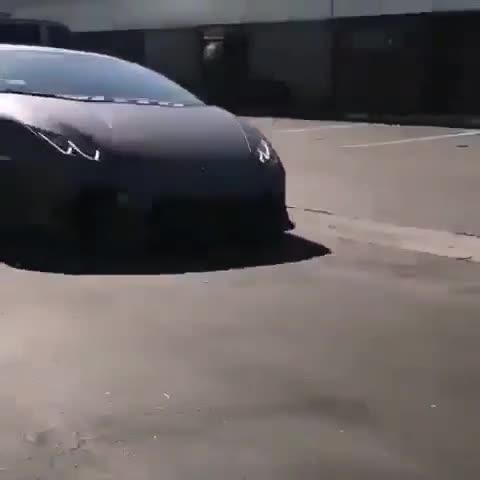 Xem cách vào chuồng nhanh gọn lẹ dành cho siêu xe