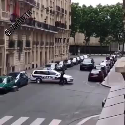 Hành động khó hiểu của cảnh sát nước ngoài trong trường hợp này