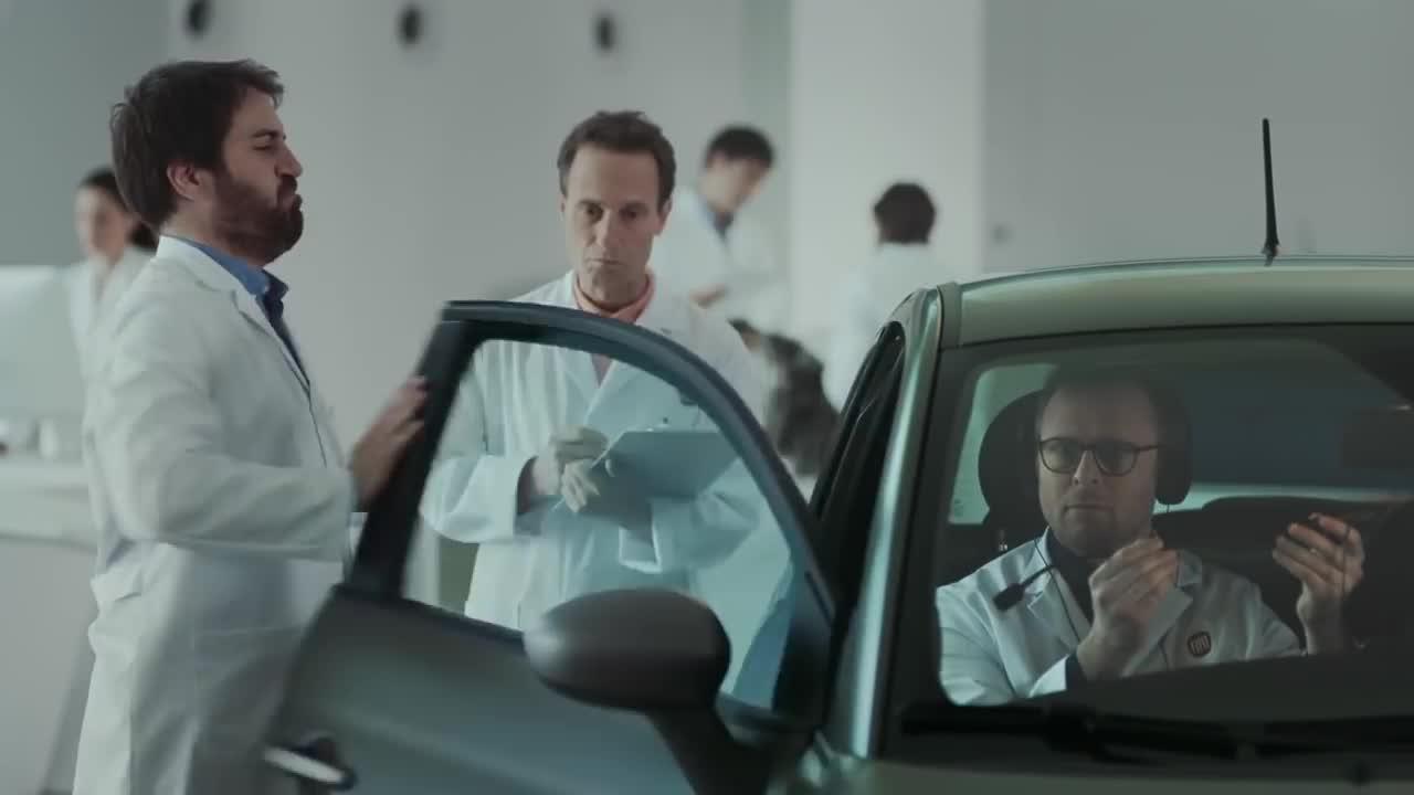 Quảng cáo hài hước của Fiat 500 với mục tiêu 'Bảo vệ nam giới'