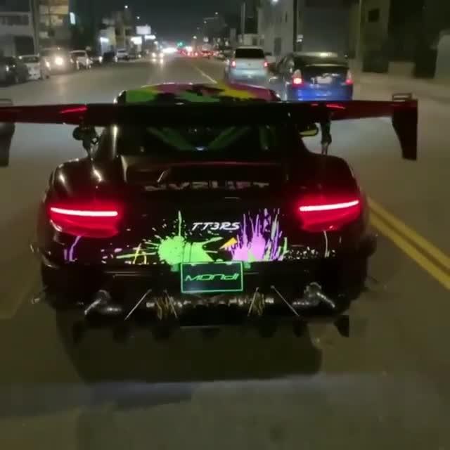 Porsche 911 GT3 RS twin-turbo khạc lửa