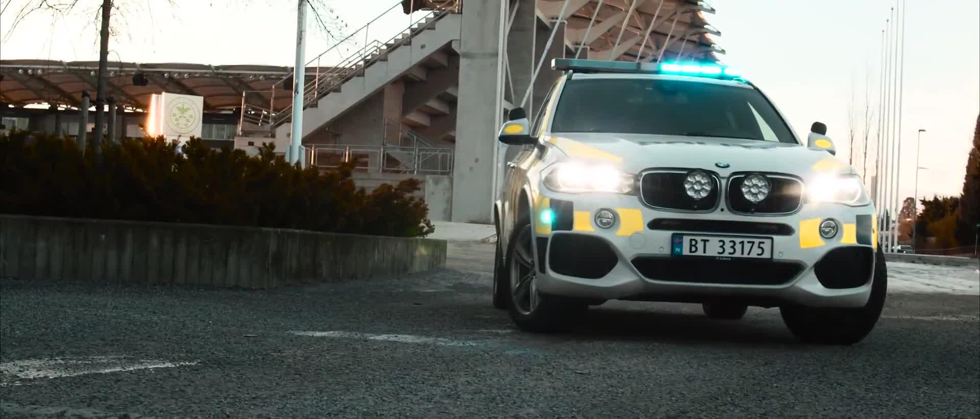 BMW X5 biến thành xe cảnh sát sẽ ngầu như thế nào?