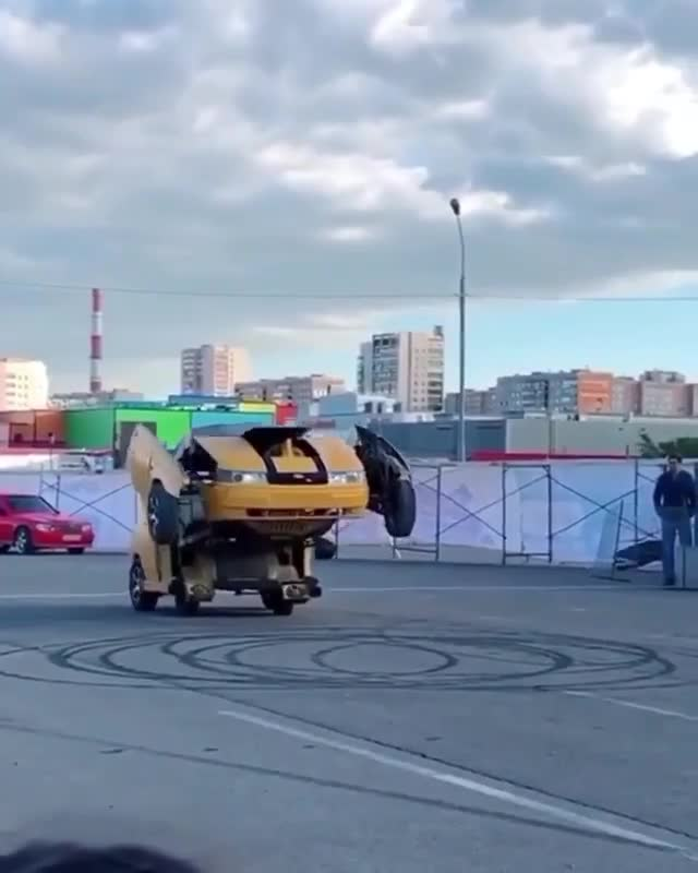 Chiếc xe này vừa biến hình, vừa có thể bắn súng như Transformer