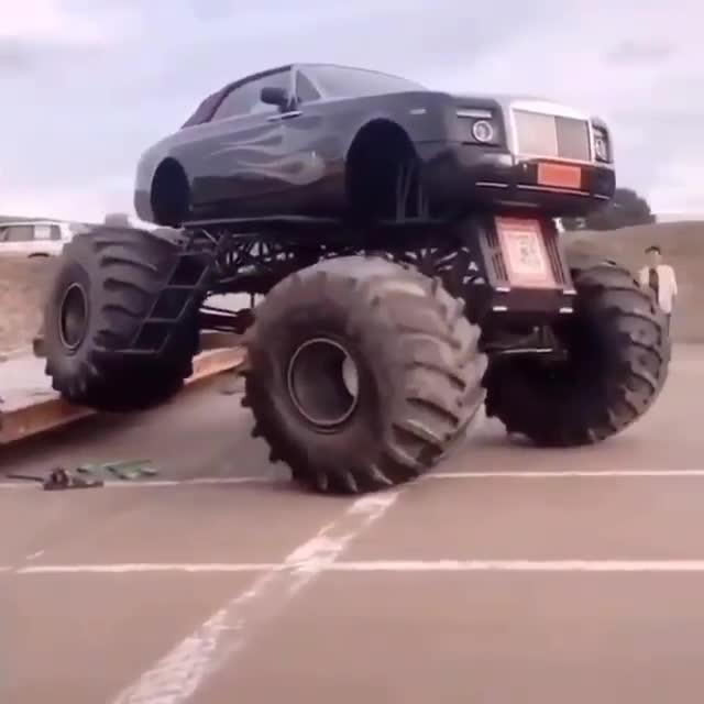 Đây là chiếc Rolls-Royce khiến ai cũng phải sửng sốt