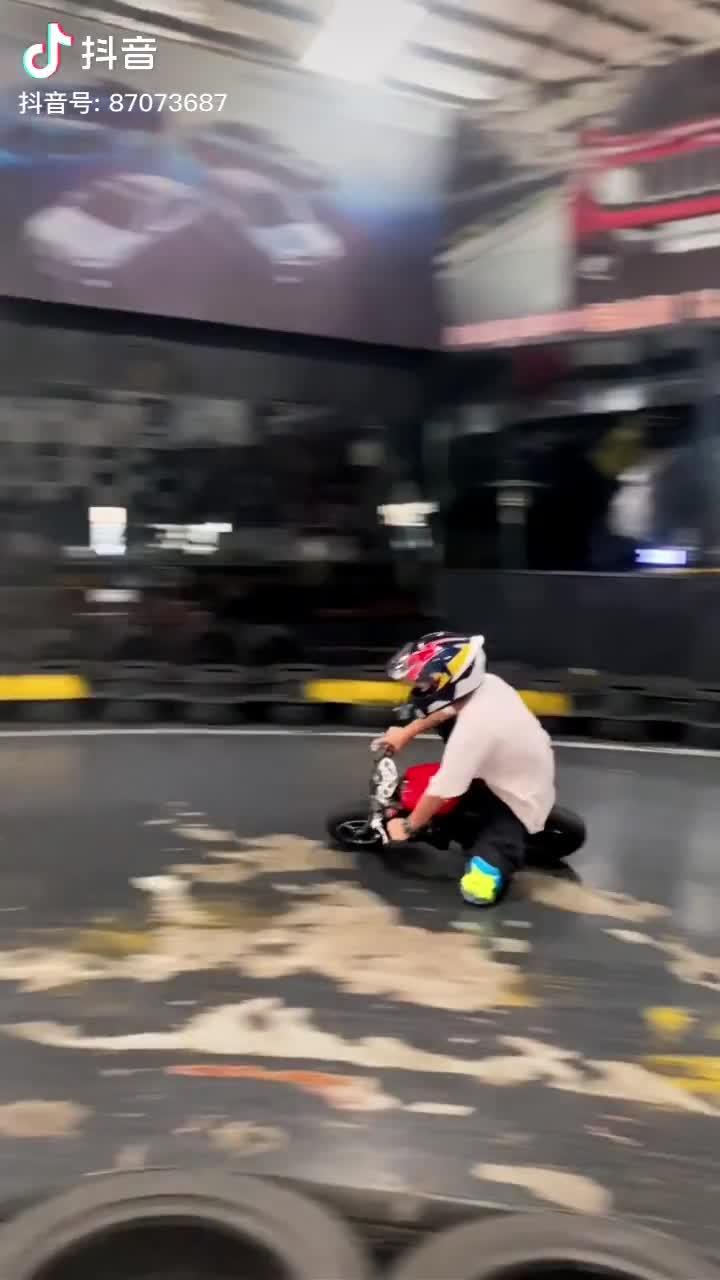 Đừng tưởng đua xe máy nhỏ mà dễ