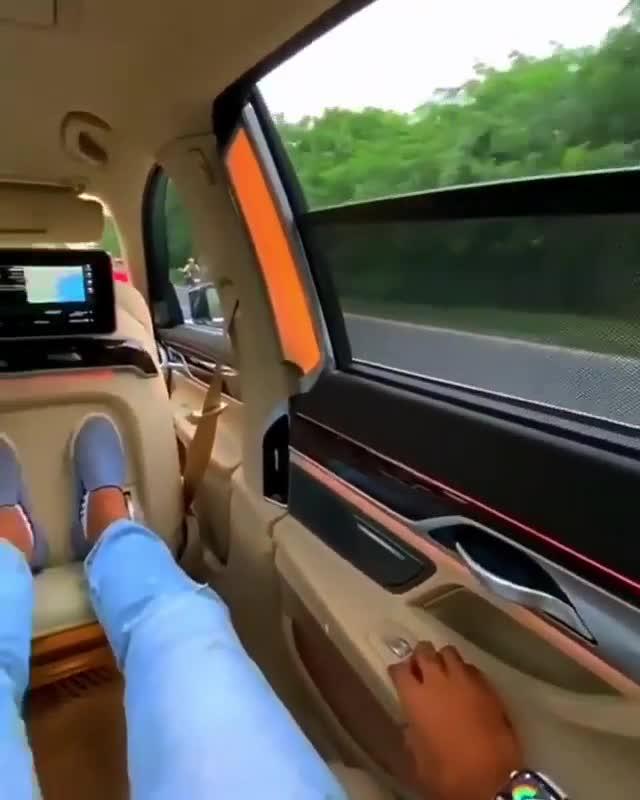 Cảm giác sang chảnh khi ngồi trên BMW 7-series thế nào?