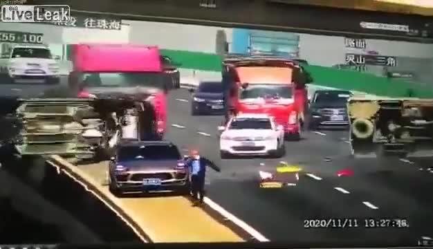 Tai nạn kinh hoàng trên đường cao tốc tại Trung Quốc
