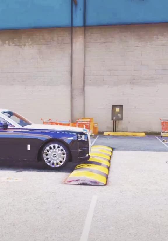 Đây là cái bạn nhận được khi ngồi trên Rolls-Royce Phantom VIII