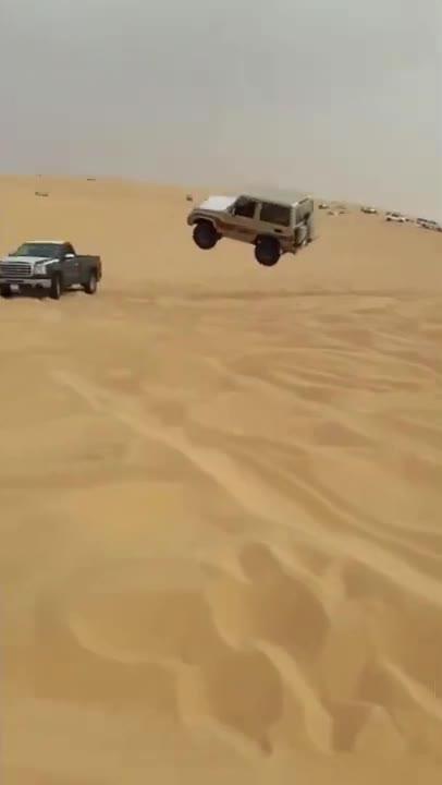 Ham 'thể hiện', SUV bay cao với pha tiếp đất đầy tai hoạ