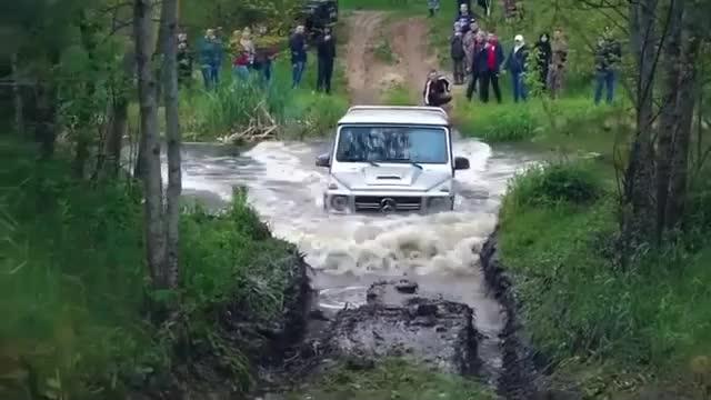 Mercedes-AMG G 63 thể hiện màn lội nước cực đỉnh