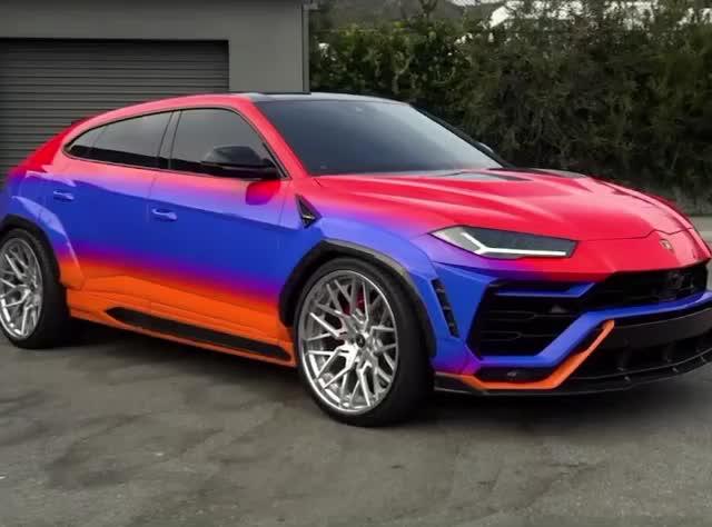 Chiêm ngưỡng Lamborghini Urus độ thân rộng cùng màu sơn cực độc