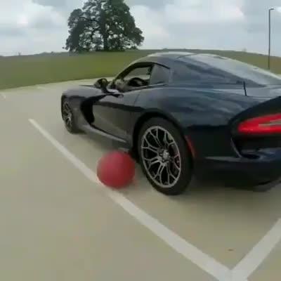 Việc bơm bóng giờ đã trở nên dễ hơn bao giờ hết khi bạn có 1 chiếc xe thể thao