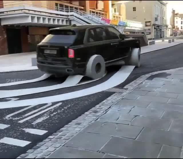 Rolls-Royce Cullinan dùng giấy để thay cho lốp xe thông thường