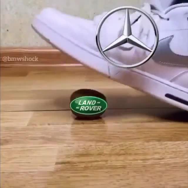 Mercedes-Benz có thể cà khịa cả thế giới, nhưng khi gặp BMW thì...