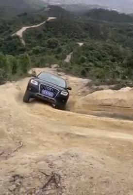Audi Q5 thể hiện khả năng off-road khó tin
