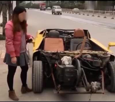 Đây chính là chiếc xe mui trần thô sơ và độc nhất vô nhị trên thế giới