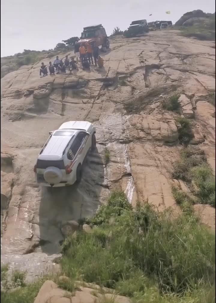 Đây là nơi thử thách khả năng offroad đỉnh cao của Toyota Land Cruiser