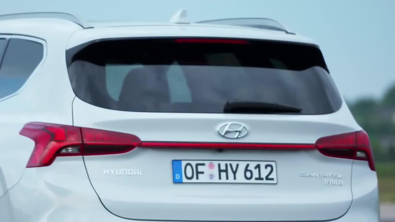 Chiêm ngưỡng Hyundai Santa Fe 2021 ngoài đời thực