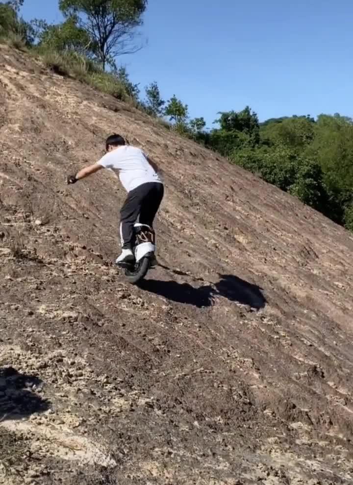 Xe tự cân bằng cũng có thể leo núi phăm phăm được