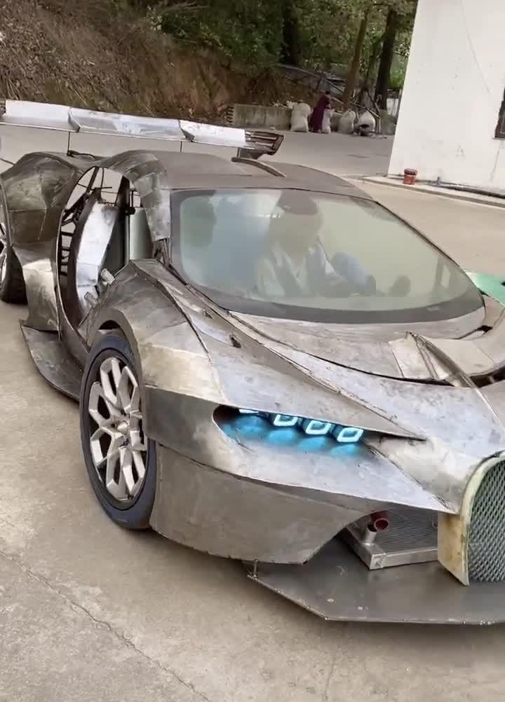 Dân chơi tự chế Bugatti Chiron bằng tôn trông như thật