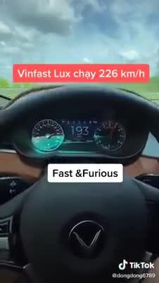 VinFast Lux chạy tốc độ 226 km/h gây tranh cãi trên mạng xã hội