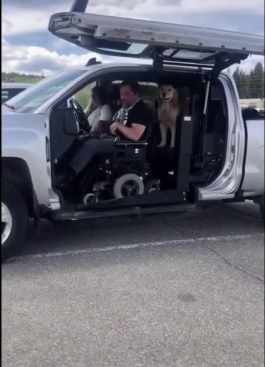 Bán tải tự chế chuyên biệt cho người khuyết tật