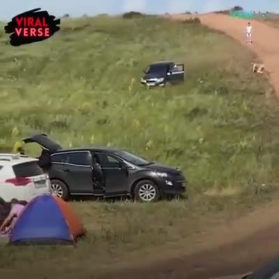 Người lái bất cẩn, ô tô lao dốc không phanh đầy nguy hiểm