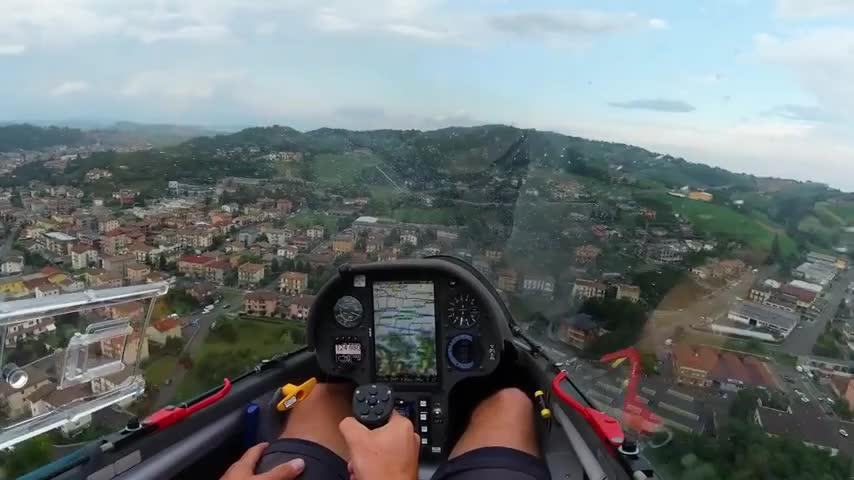 Đây là góc nhìn tuyệt vời của một phi công khi cầm lái trực thăng vào ngày mưa