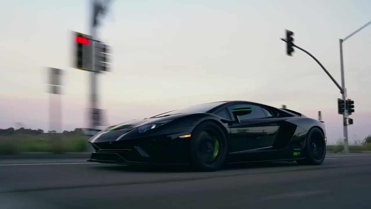 Vẻ đẹp của Lamborghini Aventador S trên đường phố
