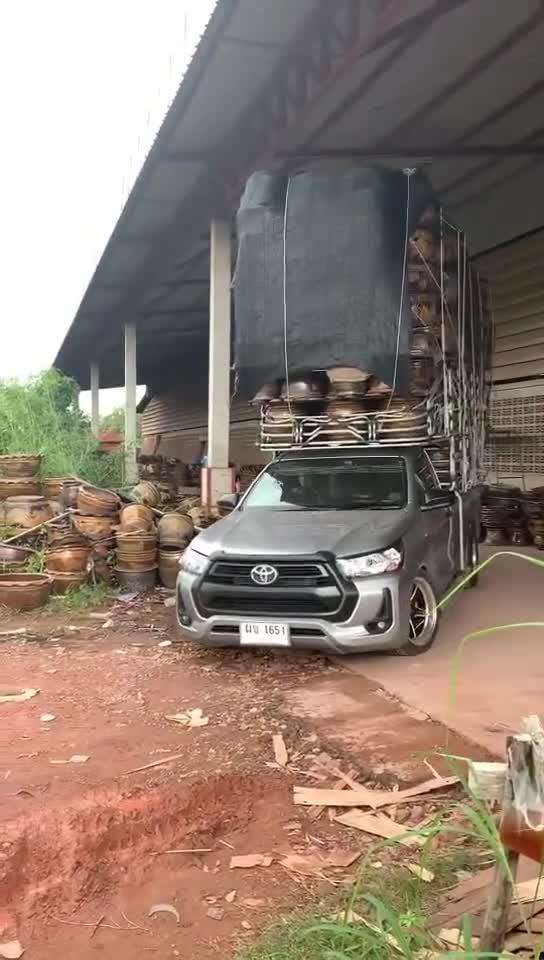 Đây là cách người Thái vắt kiệt công năng của bán tải