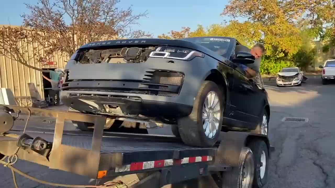 Hồi sinh chiếc Range Rover tai nạn nát đầu
