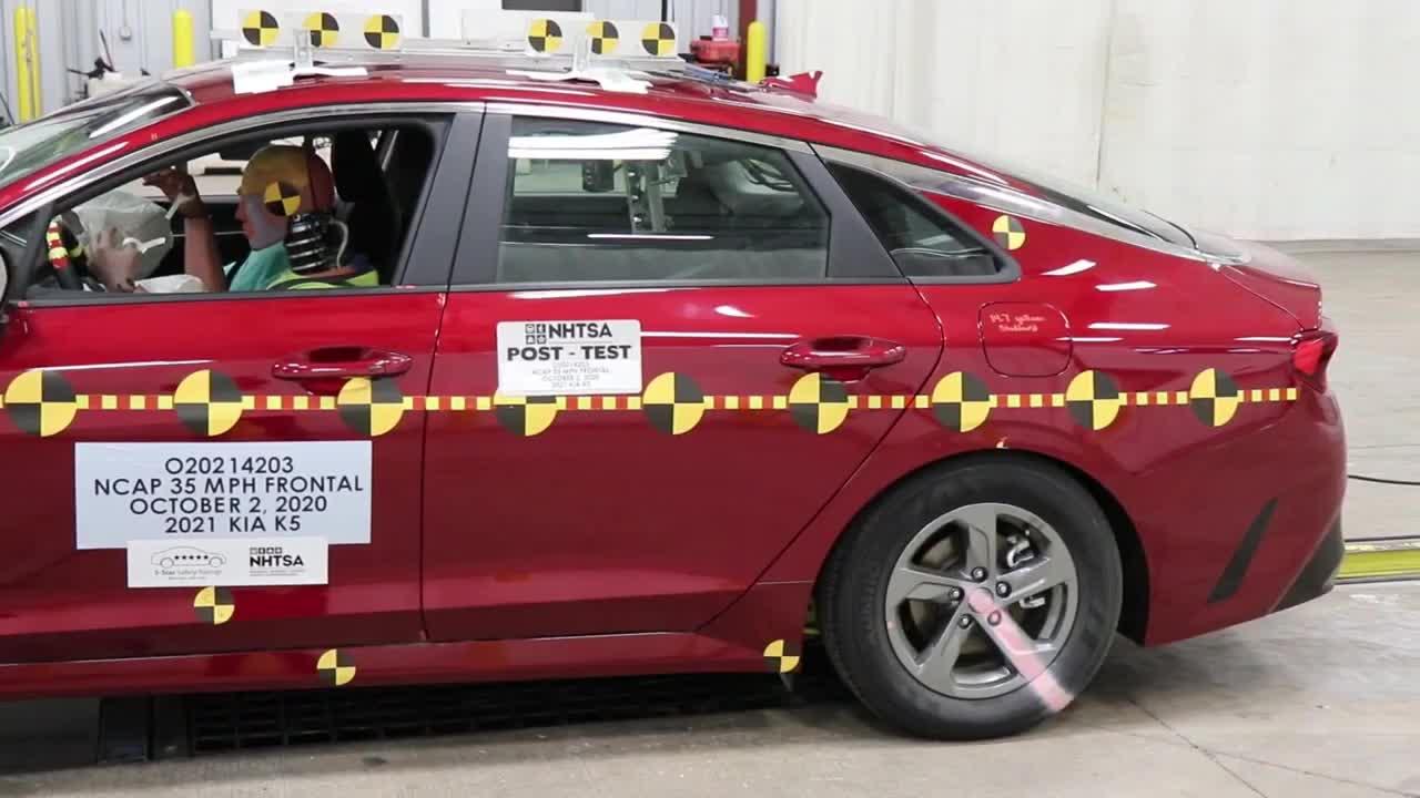 Thử nghiệm an toàn Kia K5 2021 sắp về Việt Nam