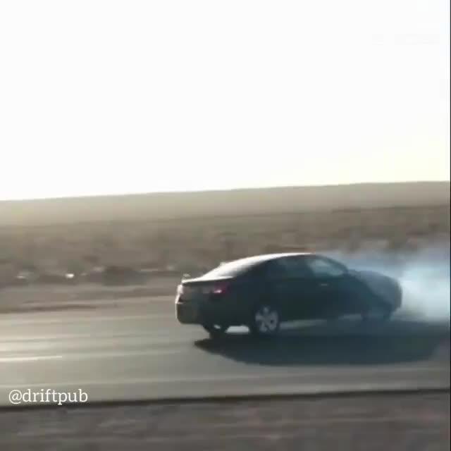 Dân chơi Ả-Rập thể hiện trình drift ngay trên đường công cộng và nhận cái kết đắng lòng