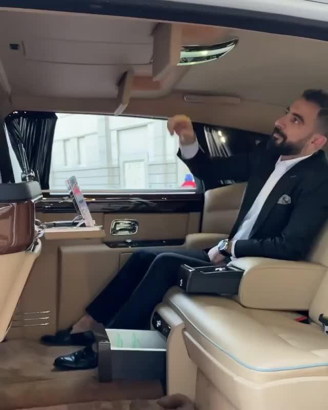 Khám phá Rolls-Royce Phantom 'hàng thửa' xem có gì khác biệt?