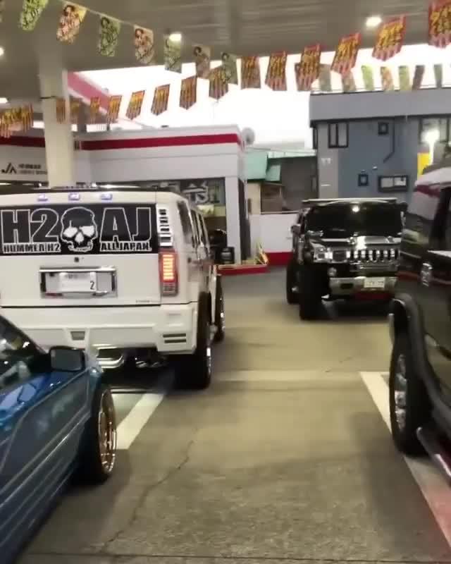 Choáng ngợp khi hội Hummer đi offline