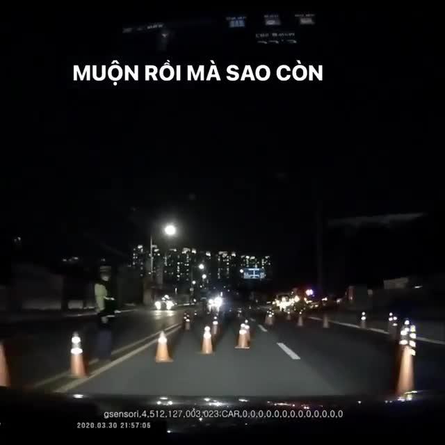 Cách thử tài xế có say rượu không có một không hai của cảnh sát Hàn Quốc