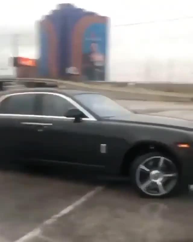 Ai bảo Rolls-Royce không thể drift?
