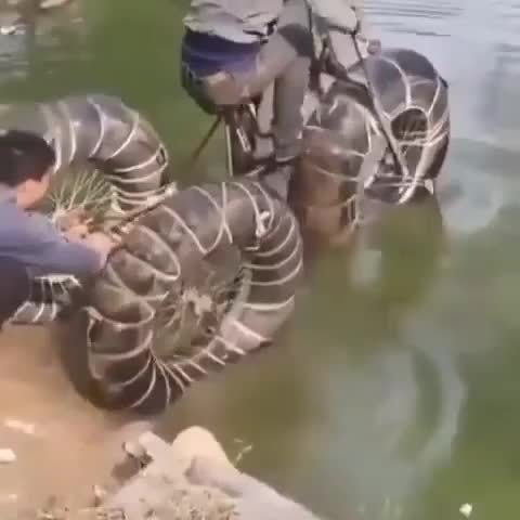 Ngỡ tưởng bản thân đã có thể tạo ra xe đạp đi dưới nước, không ngờ thất bại lại tới quá nhanh