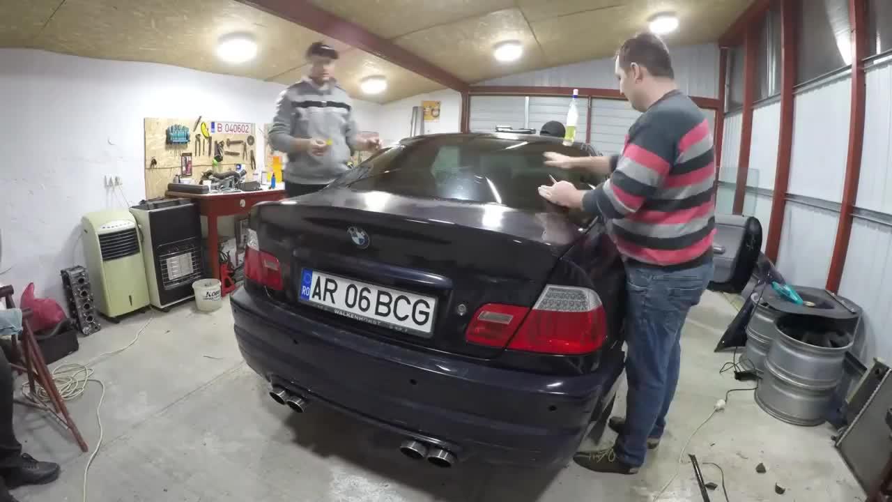 Tua nhanh quá trình khôi phục chiếc BMW e46 Coupe cũ nát trong 10 phút