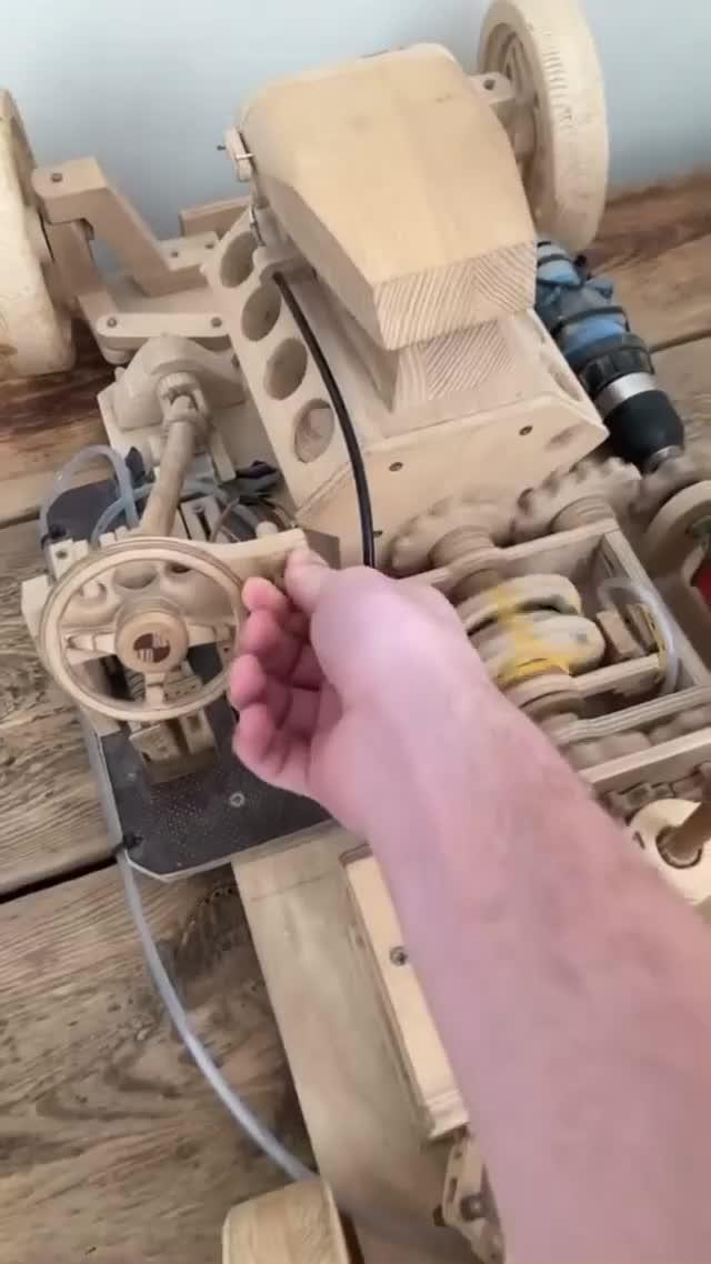 Mô hình ô tô bằng gỗ nhưng chi tiết không kém xe thật: Liệu bạn có tin?