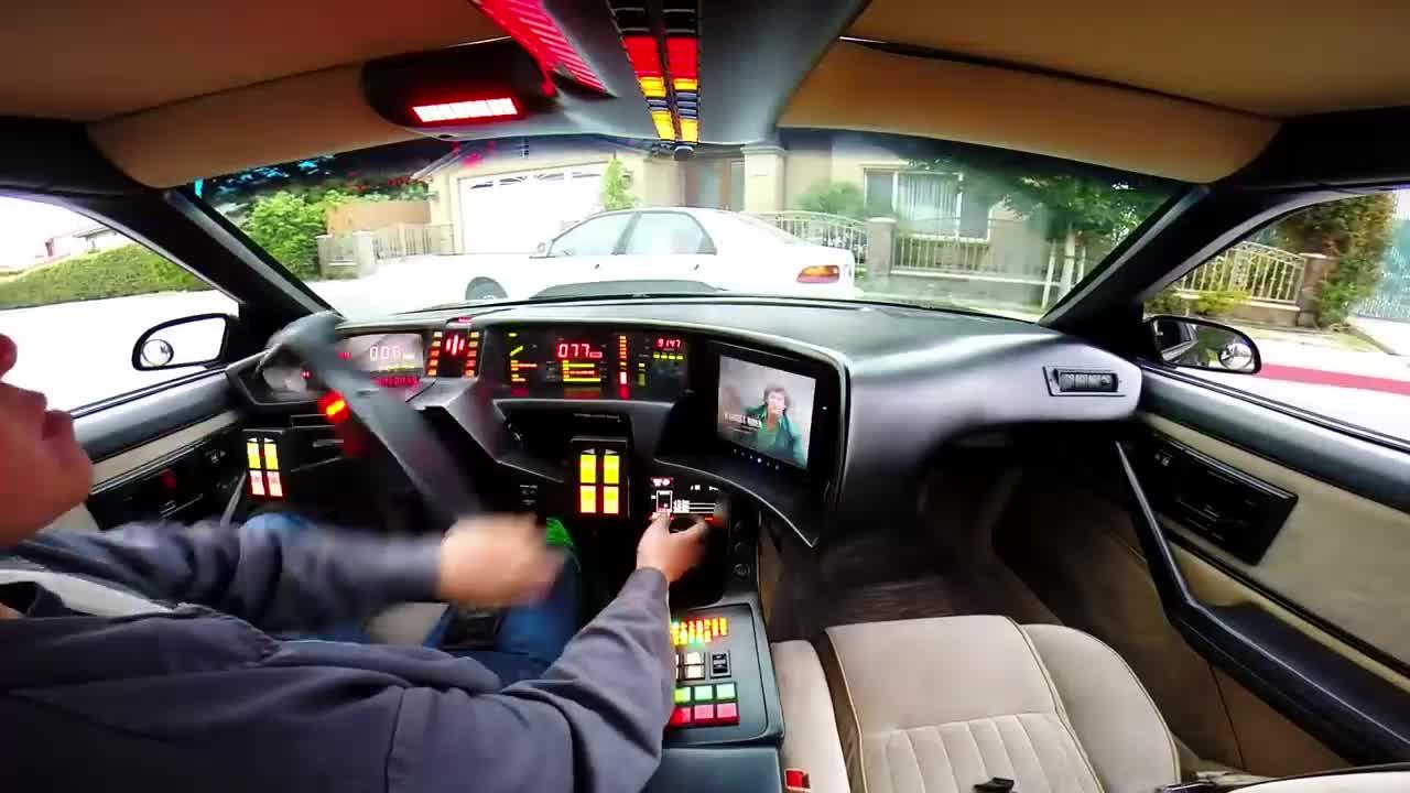 Đây là khung cảnh khi ngồi trong một mẫu xe ô tô tương lai, vô-lăng là chi tiết đáng chú ý