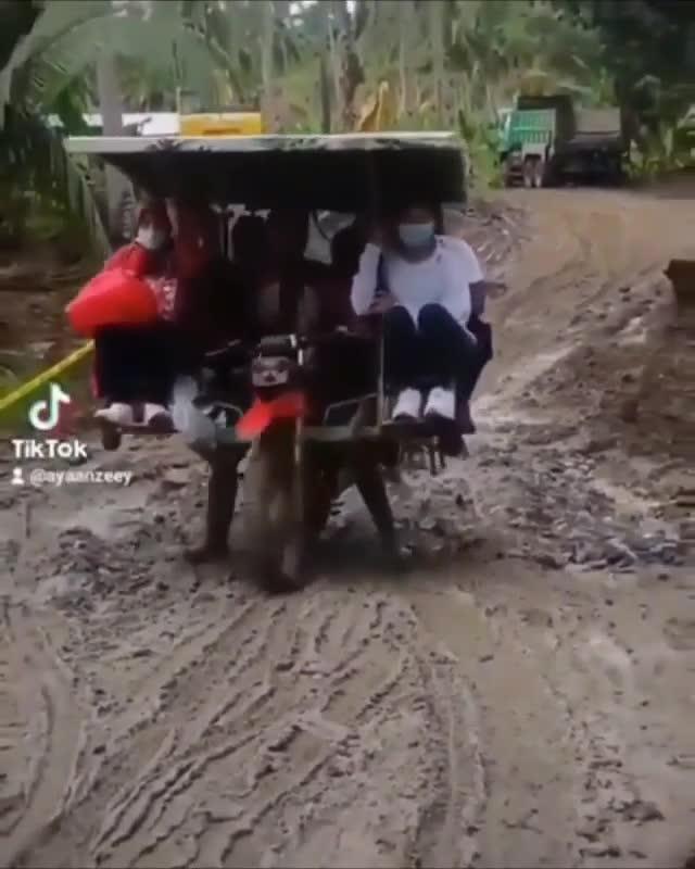 Khi đường làng nhà bạn chỉ có duy nhất 1 lái xe cừ khôi